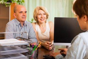 בני זוג פותחים חשבון בנק משותף