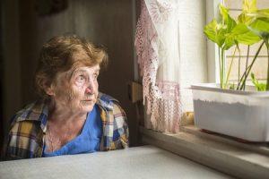 ביטול עסקת עושק עם אישה זקנה